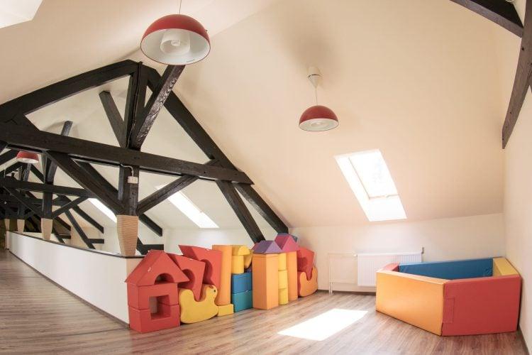 Loc de joacă și petreceri la interior pentru copii