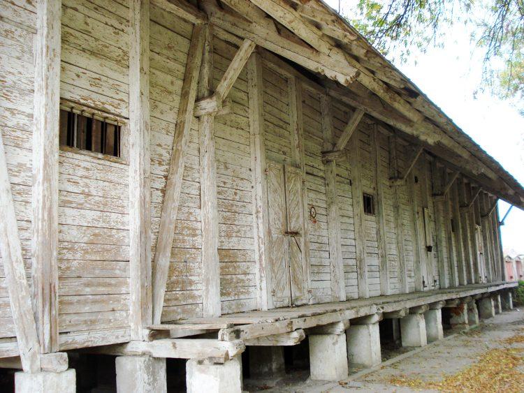 Fațada hambarului vechi