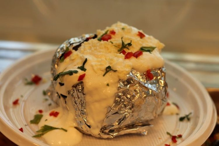 Cartof copt cu brânză și smântână